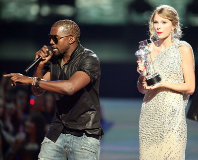 Kanye West s-a facut de rusine la premiile MTV Video Music!