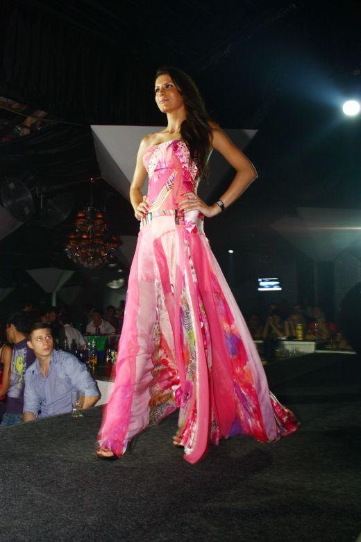 miss earth romania 2010 winner andreea dorobantiu