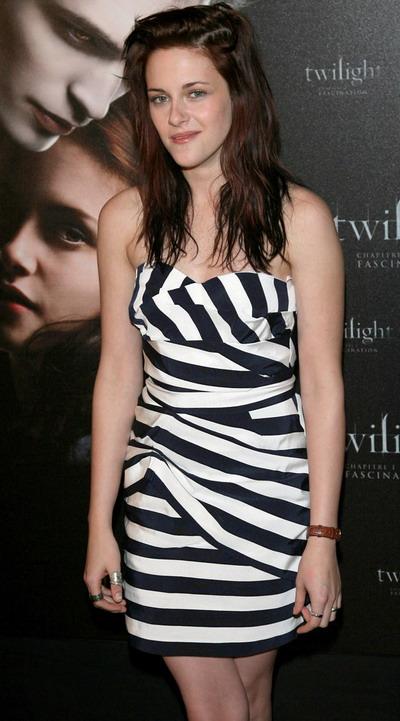 Kristen Stewart e fericita ca a renuntat la scoala la 13 ani