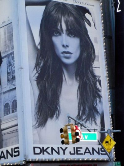 Ashley Greene e din ce in ce mai sexy - Uite cum arata intr-o reclama pentru un brand de jeans - FOTO