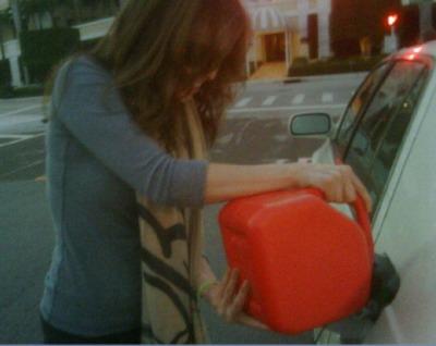 Thalia a ramas fara benzina