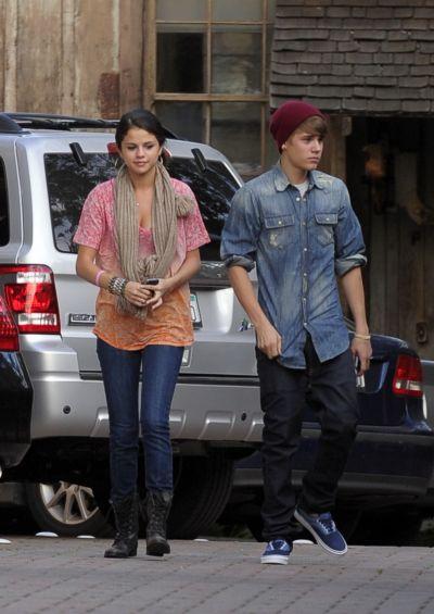 Justin Bieber si Selena Gomez sunt urmariti de paparazzi peste tot - FOTO