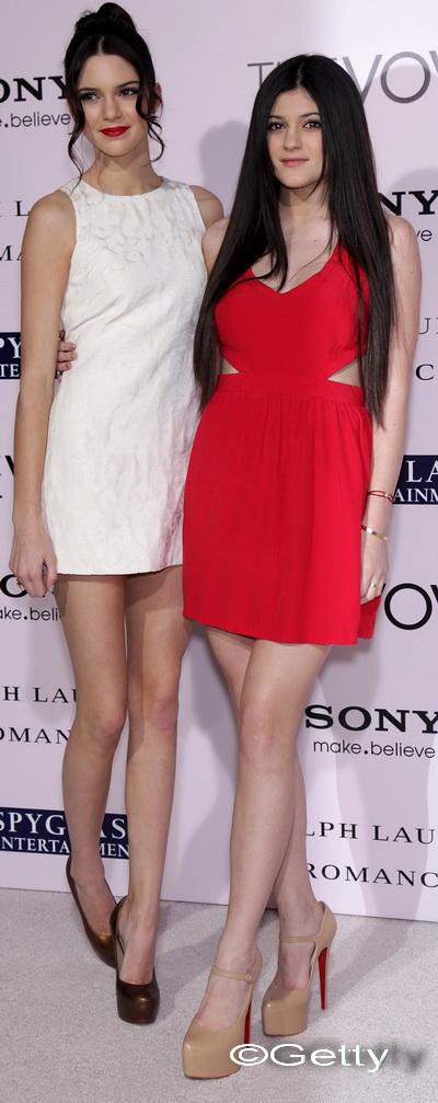 Kendall si Kylie Jenner sunt inca minore, dar pozeaza in femei mature