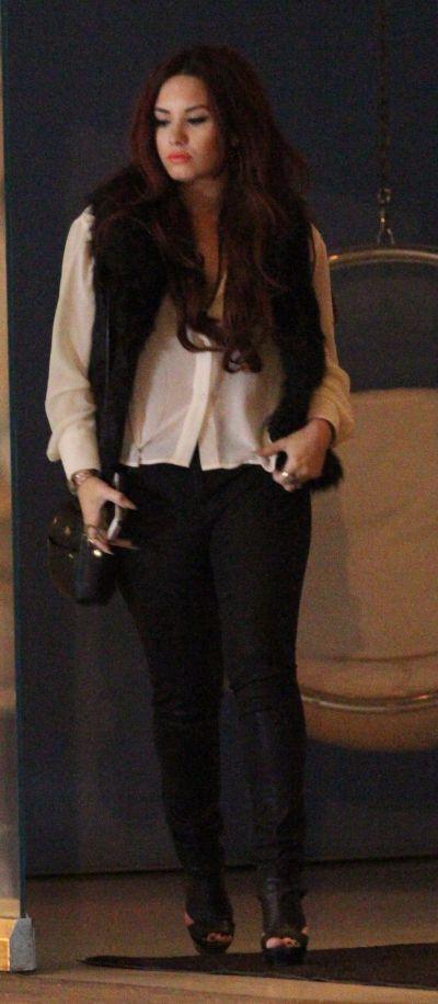Automutilare si bulimie - Demi Lovato n-a scapat de cosmar