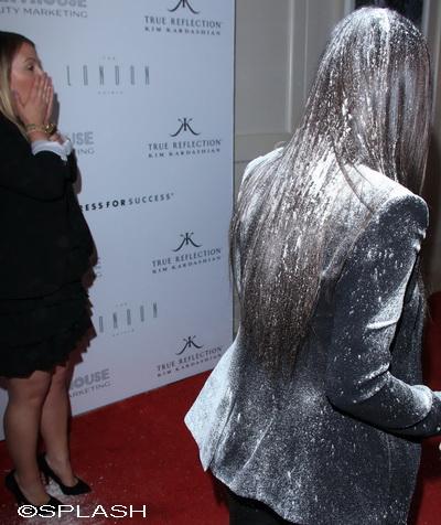 Umilinta maxima! Vezi ce vedeta a fost ataca cu faina pe covorul rosu si cum a reactionat – FOTO&VIDEO