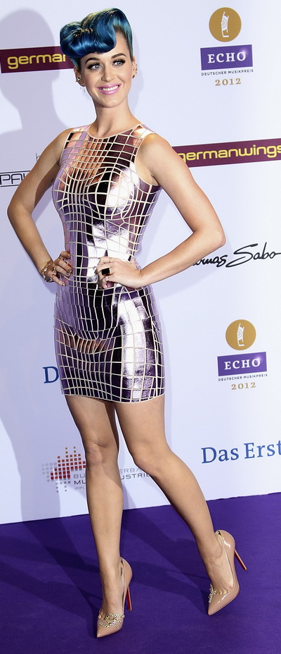Zici ca a fugit de la circ. Asa a aparut Katy Perry la decernarea unor premii - VIDEO