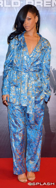 Rihanna, in pijama pe covorul rosu. Crezi ca vedeta a mers prea departe?