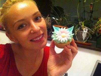 Diana Dumitrescu a pregatit briose si tort cu martipan pentru Paste - FOTO