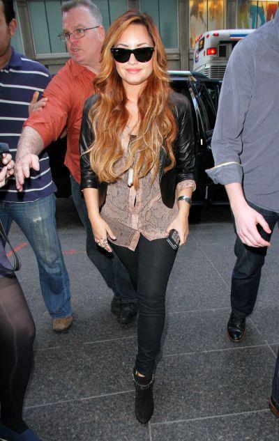 Demi Lovato a avut parte de o paruiala buna. Vezi ce-a patit! - FOTO