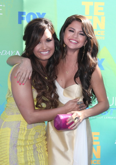 Declaratiile contrazic prietenia din poze. Selena Gomez o ataca pe Demi Lovato