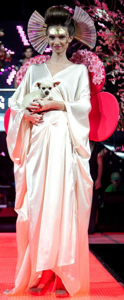 Madalina Draghici, mireasa japoneza intr-o prezentare de moda  - GALERIE FOTO
