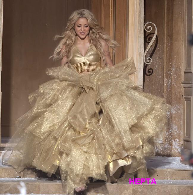 Shakira, o adevarata craiasa a zapezii intr-o reclama de Craciun! FOTO