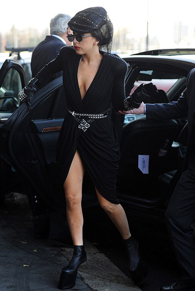 Lookul zilei: Lady Gaga stie sa dea si lectii de stil