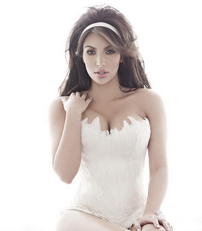 Kim Kardashian in Cosmo Am celulita. Si ce daca?!