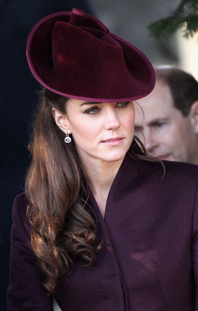 Catherine, ducesa de Cambridge, foarte chic la primul ei Craciun regal. Iti place look-ul ei?