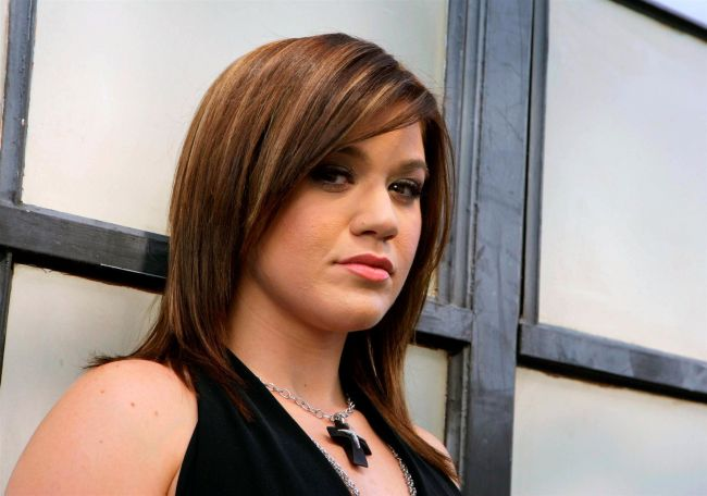 Ups! Kelly Clarkson si-a inceput anul cu o poza penibila. Vezi imaginea care nu si-ar fi dorit sa apara pe Twitter!