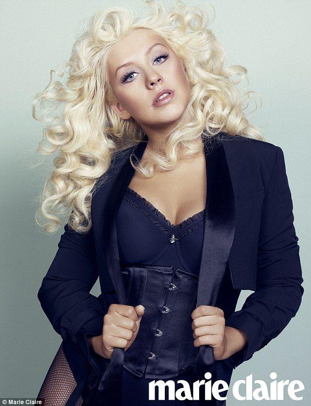 Aguilera le raspunde celor care o fac grasa:  Nici nu ma cantaresc, totul se rezuma la cum ma simt in hainele mele