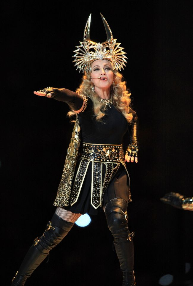 Madonna a facut cel mai tare show din istoria Super Bowl VIDEO