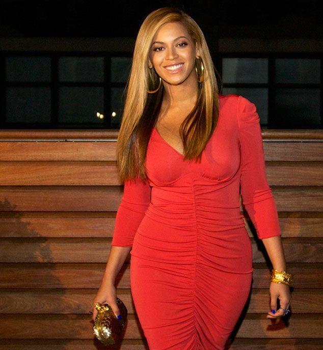Beyonce, silueta impresionanta la doar o luna de la nastere. A purtat o rochie mulata la prima iesire in public