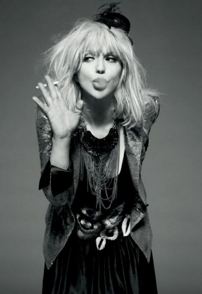 Courtney Love - de la diva rock la cea mai jalnica prezenta din showbiz. Cum reuseste sa se faca de ras constant FOTO