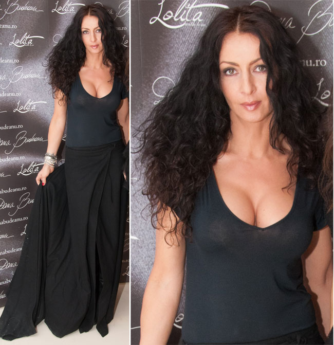 Mihaela Radulescu, silueta spectaculoasa si decolteu indraznet la o prezentare de moda