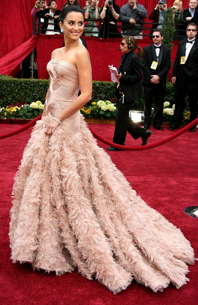 Rochii de Oscar: Penelope Cruz, spectaculoasa in stilul glam al Hollywoodului de odinioara
