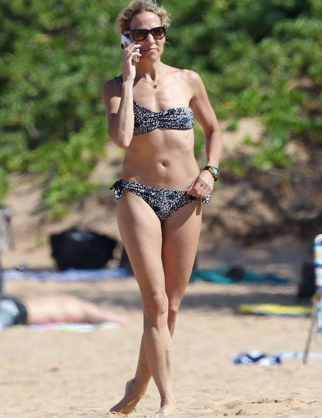 A invins cancerul la san, iar acum face furori pe plaja. Sheryl Crow mai in forma ca niciodata la 50 de ani