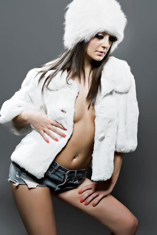 Dj Vika Jigulina mixeaza cu revista Playboy. A pozat sexy pentru numarul din luna martie