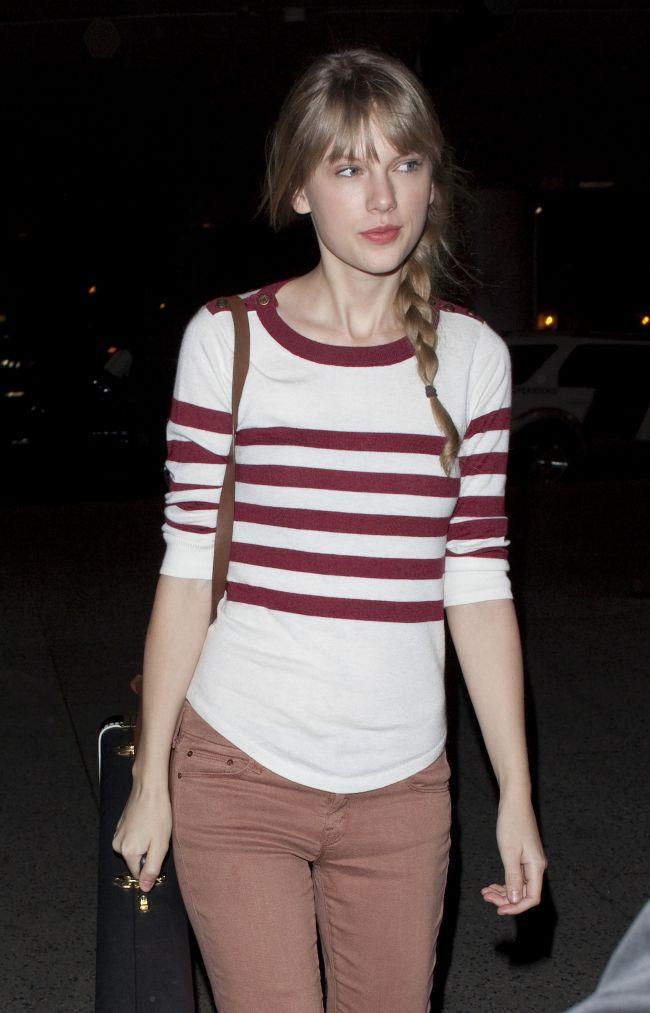 Taylor Swift a fost fotografiata fara machiaj si are un ten impecabil. Vezi alte vedete suprinse in aceeasi ipostaza