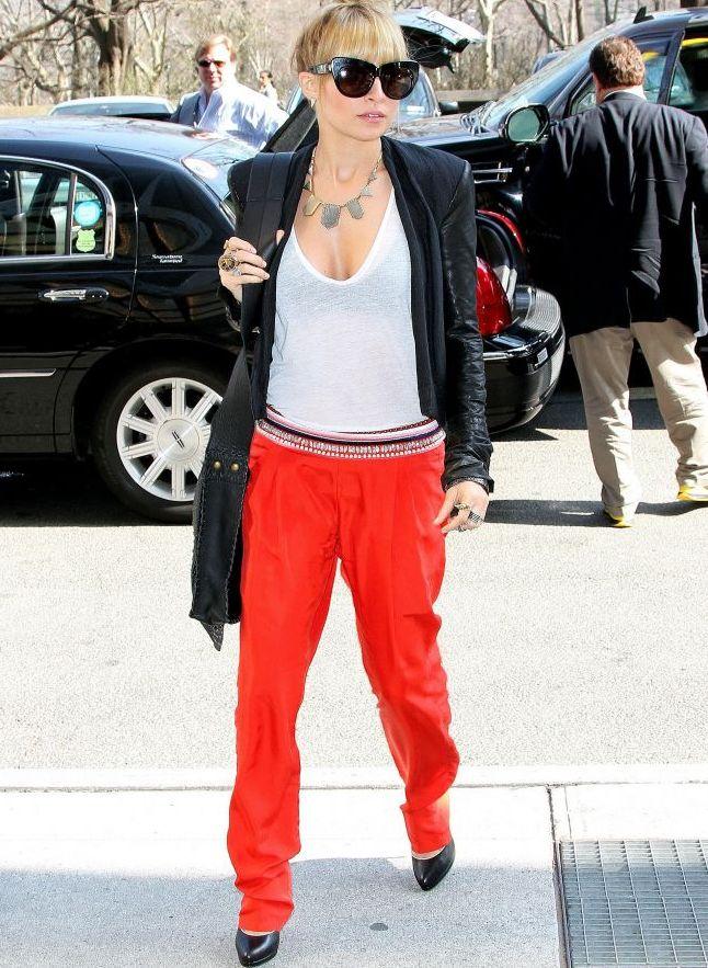 Mai cool de atat nu se poate! Nicole Richie, super chic in New York. Cum ti se pare outfitul ei?