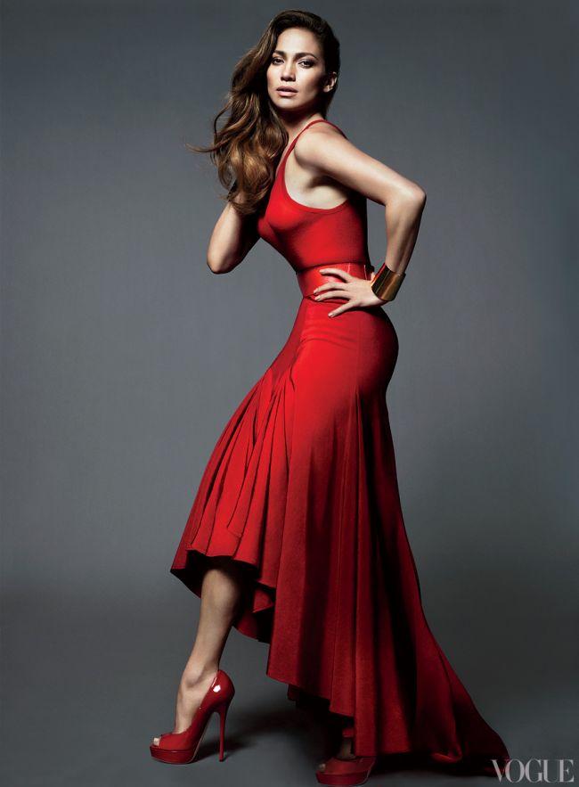 Jennifer Lopez isi dezvaluie masurile la haine pentru revista Vogue. Si nu sunt atat de mari pe cat am fi crezut