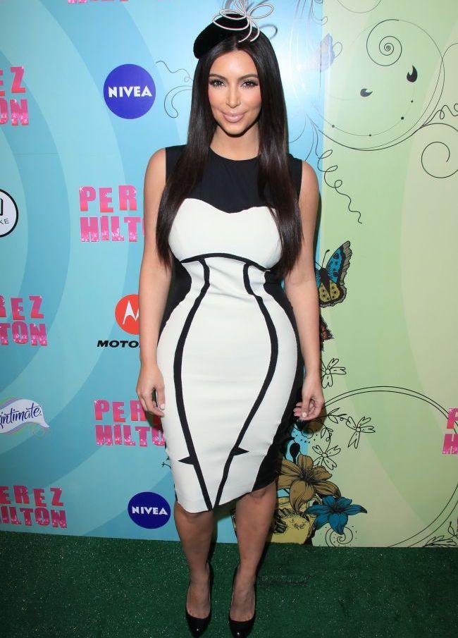 La ea rochia cu iluzie optica nu functioneaza. Cum a reusit Kim Kardashian sa arate ca...un balon!