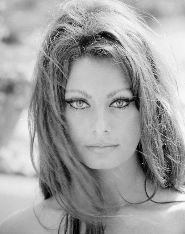 Sofia Loren, atitudine indrazneata la 77 de ani.  Vezi tinuta sexy cu care a impresionat diva anilor  60