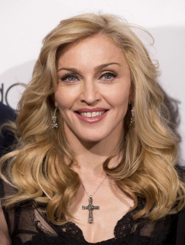 Intrebare: ce ti se pare ciudat la aceasta imagine recenta cu Madonna?