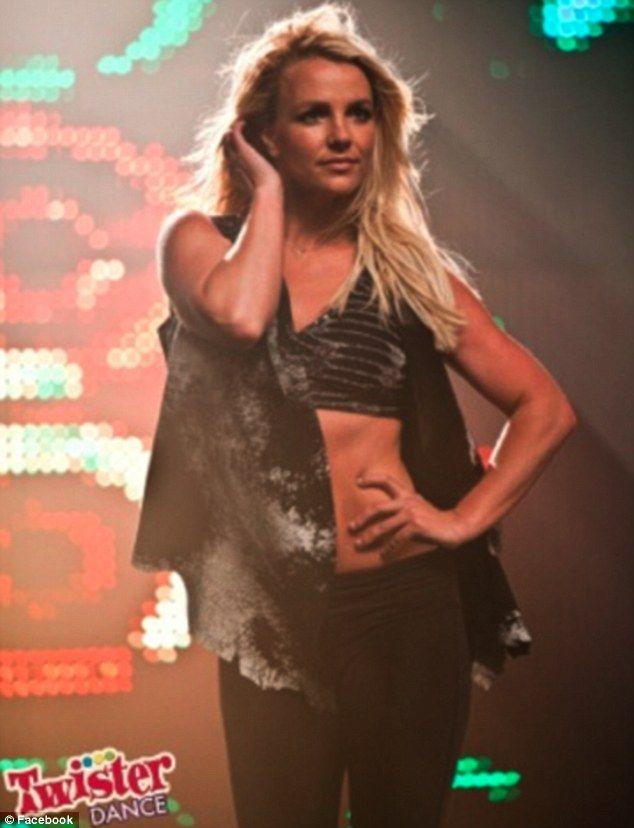Britney Spears a dat timpul inapoi: abdomen perfect, picioare subtiri. Vezi cat de bine arata