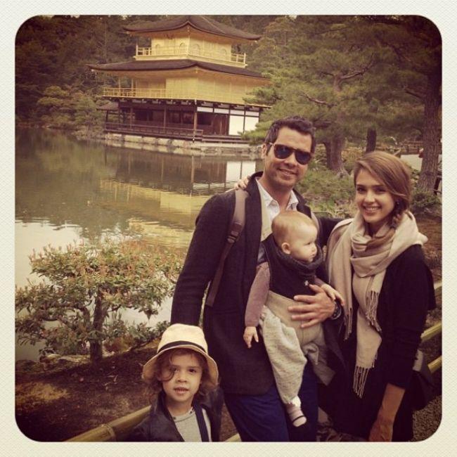 Familia perfecta! Jessica Alba impartaseste cu fanii imagini din vacanta ei in Japonia GALERIE FOTO