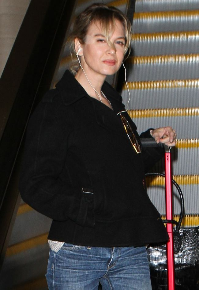 Bridget Jones la 42 de ani: cum arata Renee Zellweger fara machiaj, la aeroport FOTO