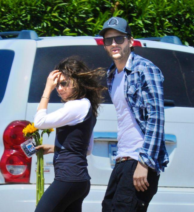 Sunt zvonurile adevarate? Mila Kunis si Ashton Kutcher au petrecut un weekend retras impreuna FOTO