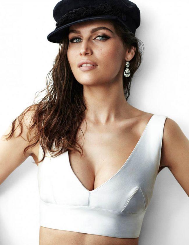 Laetitia Casta, pictorial sexy la 34 de ani pentru Vogue Paris