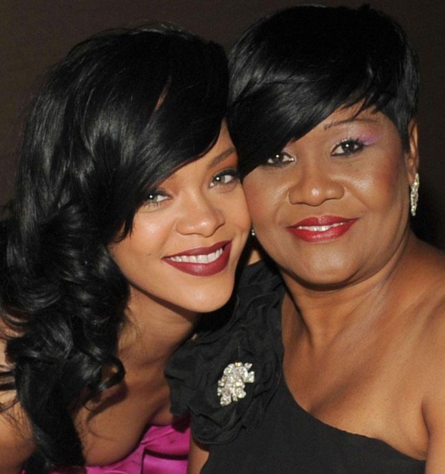 Cum va arata Rihanna peste 20 de ani? Vezi cat de bine seamana cu mama ei