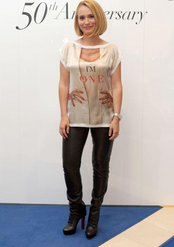 Andreea Esca, look indraznet si sexy: in pantaloni din piele si pantofi Louboutin. Iti place?