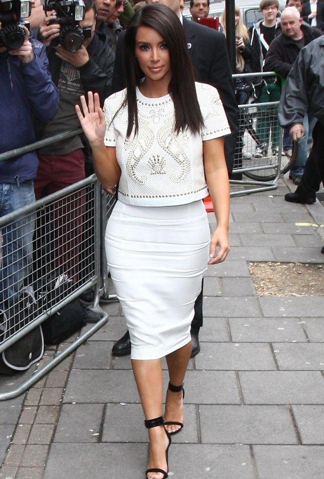 Vrei sa te imbraci cu hainele lui Kim Kardashian? Vezi ce articole vestimentare a scos vedeta la vanzare pe Ebay