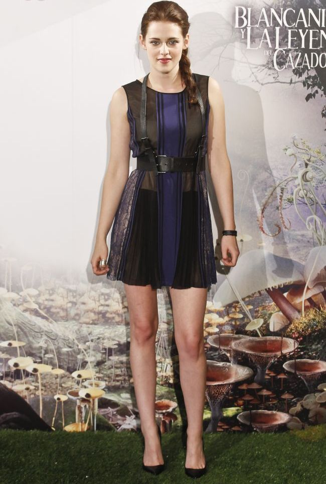 Cea mai bine imbracata femeie din lume  dezamageste din nou: Kristen Stewart la premiera  Snow White  in Madrid