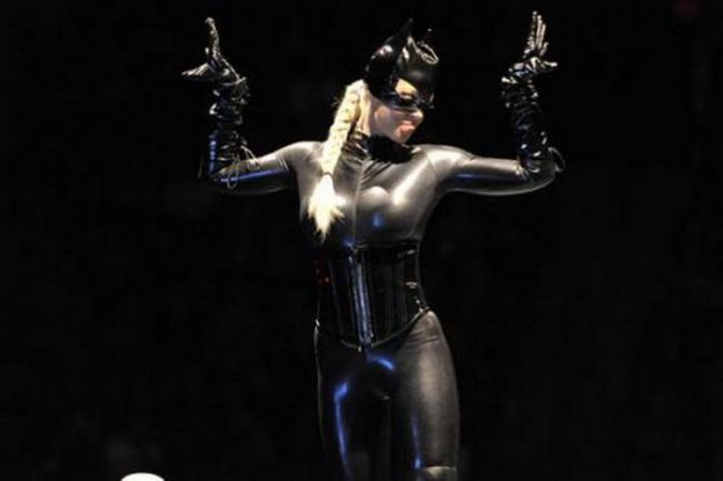 """<span style=""""color: rgb(255, 0, 0);"""">FOTO: </span>Maryse zgarie tare - vezi poze<span style=""""color: rgb(255, 0, 0);""""> HOT</span> cu ea imbracata in costumul lui Catwoman!"""