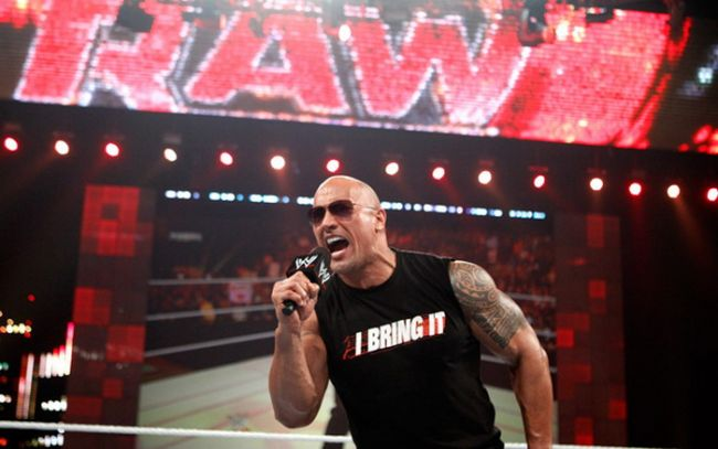 """VIDEO: The Rock <span style=""""color: rgb(255, 0, 0);"""">S-A INTORS </span>si este <span style=""""color: rgb(255, 0, 0);"""">GAZDA </span>Wrestlemania 27, IN DIRECT la Sport.ro"""